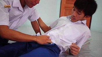 หนังโป๊เกย์ไทย นักเรียนชายรักชายแอบโดดเรียนมาเย็ดกัน โม้กควยให้คาชุด มันเสียวจนต้องแหกตูดเย็ด