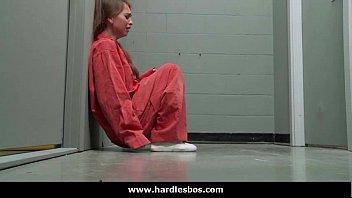 หนังโป้ซาดิสเย็ดโหด เลสเบี้ยนโดนจับขังคุก เจอรับน้องล้วงหีกันไม่ยั้ง ได้เอาหีฟรีล่อจนหีแหก จับข่มขืนกันในคุก