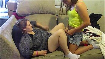 ดูหนังX18+ กระเทยเงี่ยนควย เห็นสาวอ้วนเลยจับเย็ด เอาควยกระแทกหีแรงจนต้องแก้ผ้าเย็ด Jizzฝรั่งแนวแปลก