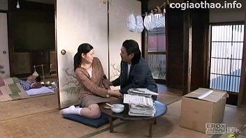 หนังเรทR เอวีญี่ปุ่นHDเรื่องเด็ด ครอบครัวกะหรี่สอนลูกสาวให้โดนเย็ดหี จ้างนิโกรมาเปิดซิงลูกสาวให้หีบาน