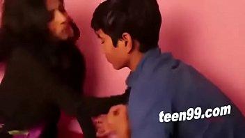 หนังโป๊วัยรุ่นอินเดีย Teen18+ยอดวิวดูเย็ดกันเยอะที่สุดในชั่วโมงนี้ มือใหม่หัดเย็ด ควยเสียบหีกว่าจะเข้า ทั้งดันทั้งแหย่ รูหีฟิตควยเหลือเกินแม่คุณ