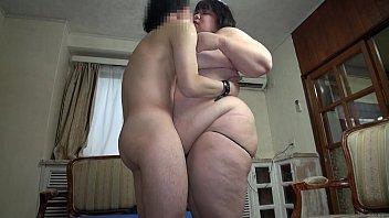 AV หนังโป้เจแปน เอาคนอ้วนมาแคสติ้ง นอนให้เย็ด ล้วงนิ้วเข้าไปจนมิดหี XXXเย่อท่าหมาโก่งหีแล้วซอยให้รัว