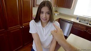 หนังX ดาวโป้วัยรุ่น Lucy Doll โดนพ่อเย็ดลงโทษที่ทำให้เงี่ยน แหกขาเอาควยกระแทก เย็ดแตกในจนหีระบม