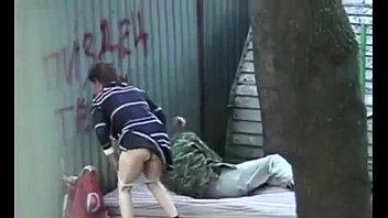คลิปโป๊ฝรั่ง XXX เย็ดกันข้างถนน นอนเย็ดคาชุด ผู้หญิงก็ร่านเย็ดจนหีสั่น