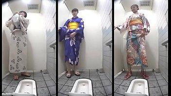 คลิปX แอบถ่ายจากห้องน้ำ แม่บ้านญี่ปุ่นเข้ามานั่งยองๆเยี่ยว หีก่อนเย็ด ฉี่ไปเสียวไป หื่นจริงขอบอก