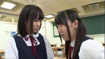 เลียหีเพื่อนสนิทคาชุดนักเรียน JAV 18+ หนังโป๊เลสเบี้ยนญี่ปุ่น หน้าซื่อๆลีลาเย็ดแซ่บเวอร์ เย็ดกันแบบไม่ถอดชุด เสียวหีไปอีก