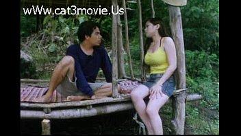 ดูหนังโป๊ไทยสมัยเก่า สาวบ้านนอกใส่สายเดี่ยวกางเกงขาสั่นแอบเห็นแคมหี THAI PORN มาเย็ดกับแฟนที่กระท่อมในนา หีขาวโดนควยใหญ่เย็ดซะ กระแทกควยรัวหีจนหีแดงช้ำ