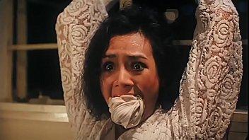 หนังโป๊ยุค90 เสียวกันยาวๆเต็มเรื่อง สาวจีนโดนขืนใจคาบ้าน xxxx โดนโจรงัดบ้านจับมัดมือผ้าปิดปากแล้วยืนเย็ดหี เย็ดแตกในหีแล้วหนีออกไป