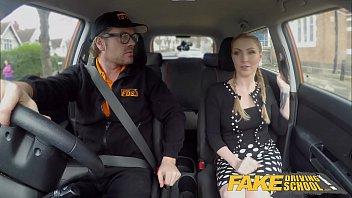 """Fake Driving School ดาราโป๊รุ่นใหญ่พอร์นฮับ """"จอร์จี้ ลีออล"""" สอบใบขับขี่ไม่ผ่านเลยต้องเอาหีเข้าแลกให้ครูสอนขับรถฝรั่ง สอนขับรถพร้อมโดนเย็ดหีคารถจนน้ำแตก"""