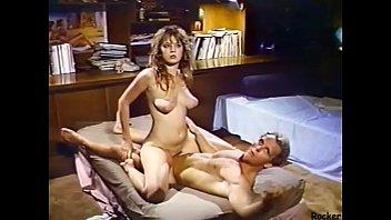 PORN หนังโป๊สมัยก่อน แนะนำช่างแอร์ในตำนานของฝรั่ง หลอกเย็ดสาวผู้ดีผมสีทอง จับเย็ดจนเมื่อย XXX จึงให้เธอนั่งเทียนโยกควยให้จนน้ำแตก